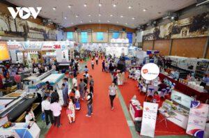 Hàng loạt thiết bị, công nghệ in, quảng cáo hiện đại xuất hiện tại Triển lãm VietAd 2021.