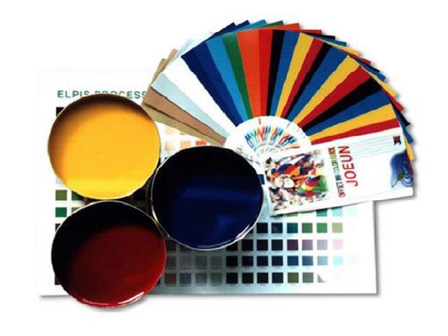 Một số nguyên tắc pha màu: Muốn làm sáng màu nên pha nhạt mực đậm, muốn làm tối màu pha thêm màu đen; khi pha các màu nhạt với nhau sẽ được màu trong và sáng, khi pha màu đậm với nhau sẽ được màu đậm và có chiều sâu hơn.